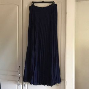 Banana Republic long pleated skirt